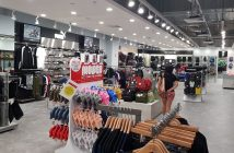 Apparel and Footwear Specialist Retailers Market