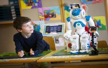 education-robot-blue