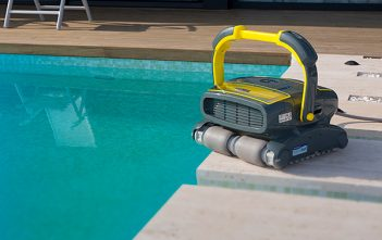 Global Pool Cleaning Robots Market