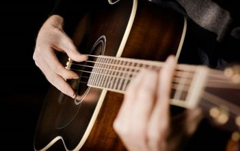 Global Acoustic Guitar Market